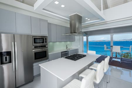 Brand New, Ultra Modern Cottage, Multi Ocean views - アパート