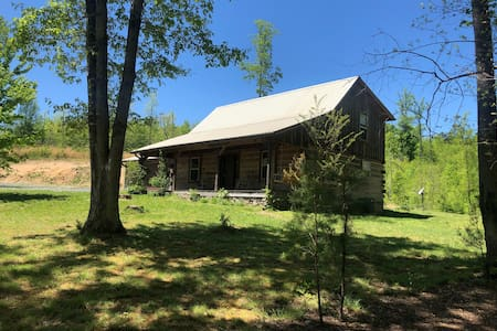 Riceville Cabin, secluded, w/circ. drive for boat.