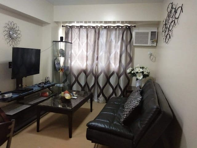1 bedroom condo unit with kitchen and dining area