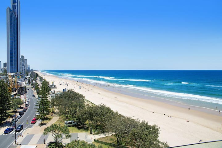 Central Surfers Paradise - Absolute Beachfront
