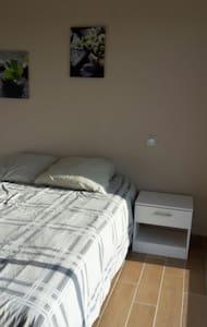 Chambre dans jolie villa - Bizanet