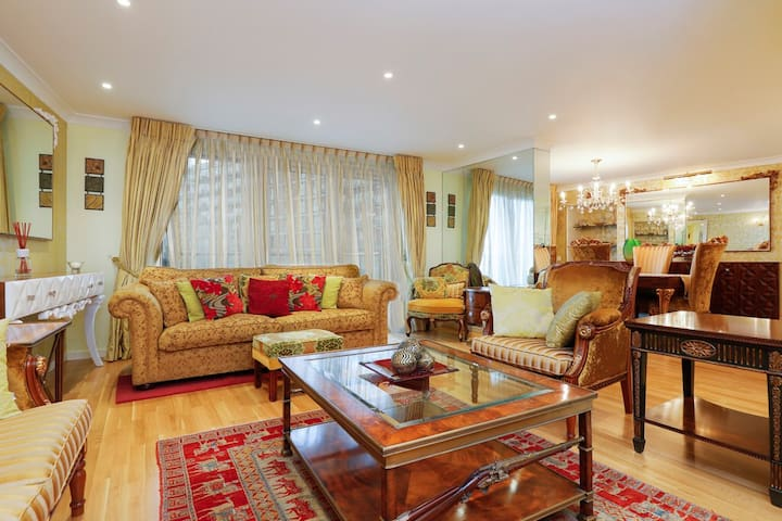Luxury huge 3bed Canary Wharf- direct river views!