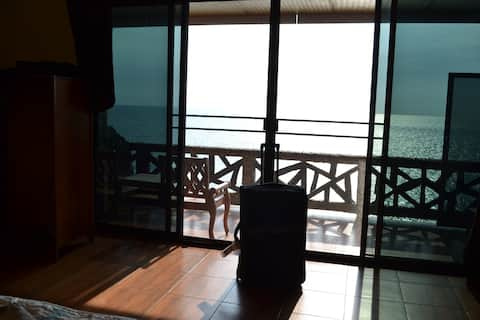 Exceptional sea view | Quiet location by the sea