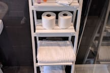 Complementary toiletries and towels