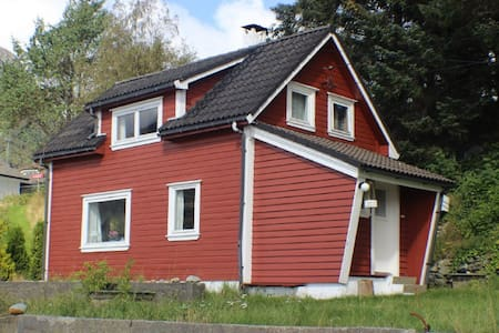 Tolles Haus direkt am Fjord mit Strand und Boot - Vindafjord - Дом