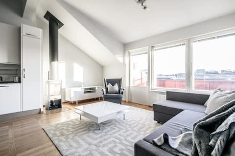 Penthouse Lantai Atas Modern dengan 3 Kamar Tidur + Balkon