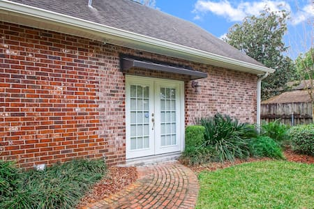 Fabulous Stay Only 8 Minutes from Downtown - New Orleans