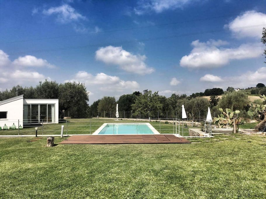 Exteriors, the garden and the pool