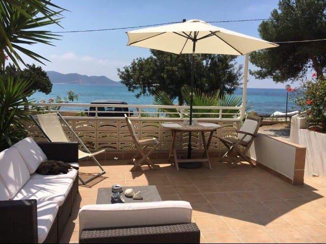 Chambre privée sur la plage/sdb & petit déjeuner!