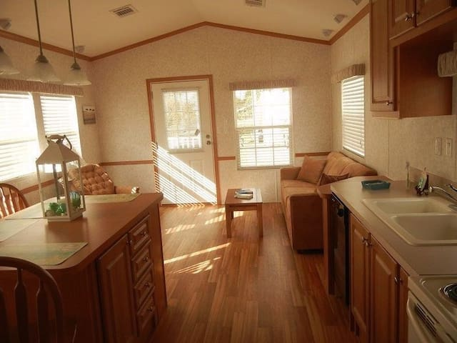 Home Cottage Miles from Major Florida Attractions - Kissimmee - Cabaña