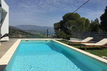 Luxurius villa with sea view - Posidonia