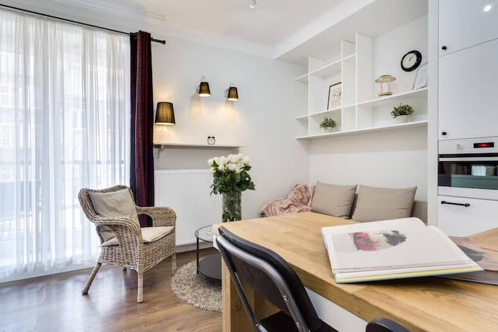 Elite Apartments Queen | balcony  & free parking included | OLD TOWN