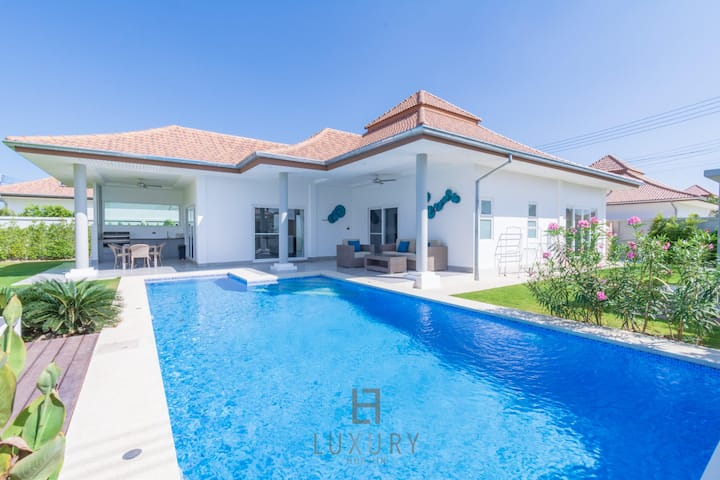 New Modern 3 Bedroom Tropical Pool Villa!
