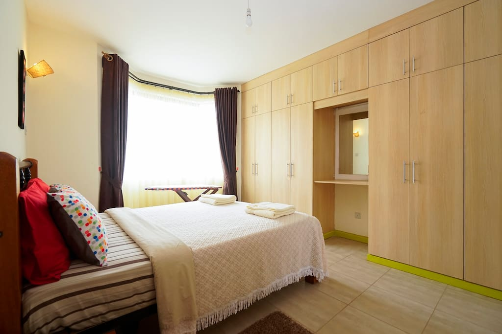 Deluxe suite with Queen size bed.