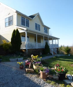 Wildrose Hill 2 - Private rm, bath, nook, outdoors - Hedgesville