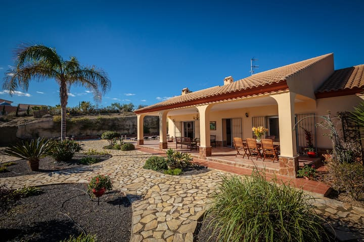 Tranquil luxury Villa 4 bedrooms large pool