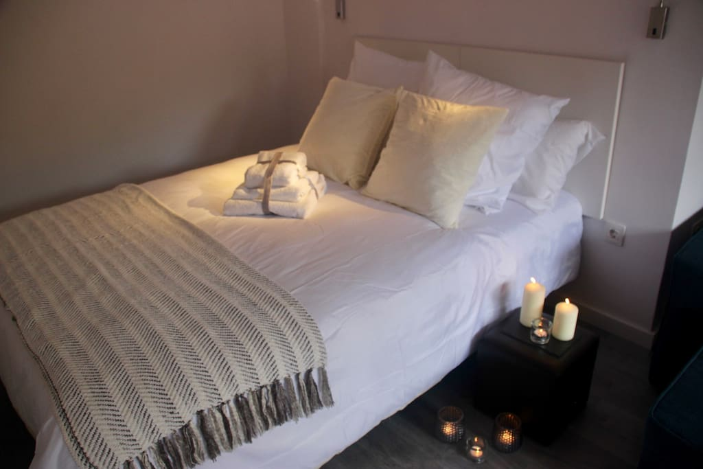 Double bed/Cama doble.