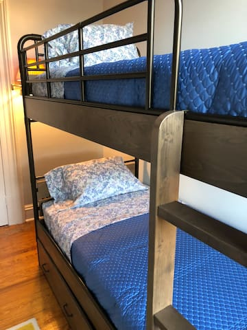Bunk beds with twin mattresses