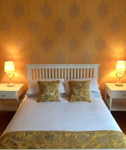 Double room in converted fire station w/breakfast