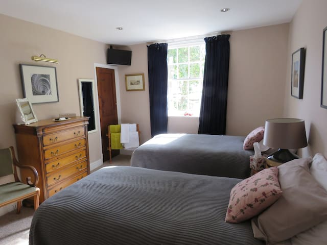 Twin room in Charming Georgian townhouse - Scarborough - Hus