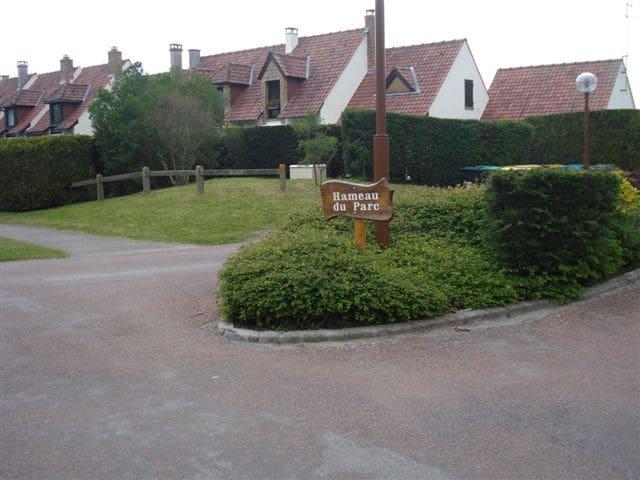 maison + jardin  côté  forêt centre équestre