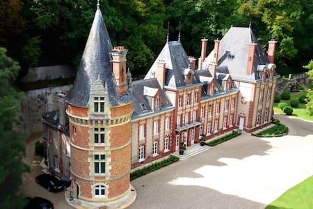 Magnificent Castle in Normandy - Bazincourt-sur-Epte - Kastil
