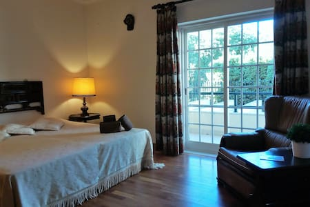 Private ensuite double bedroom - Oeiras - Hus