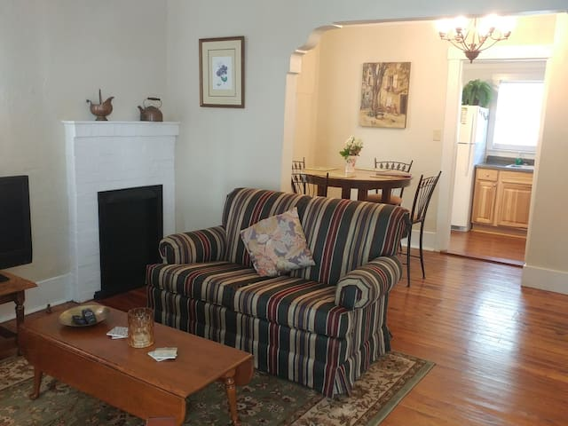 Monthly rental -Cute Midtown cottage