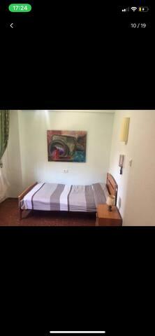 Chambre single dans un grand appartement wifi free