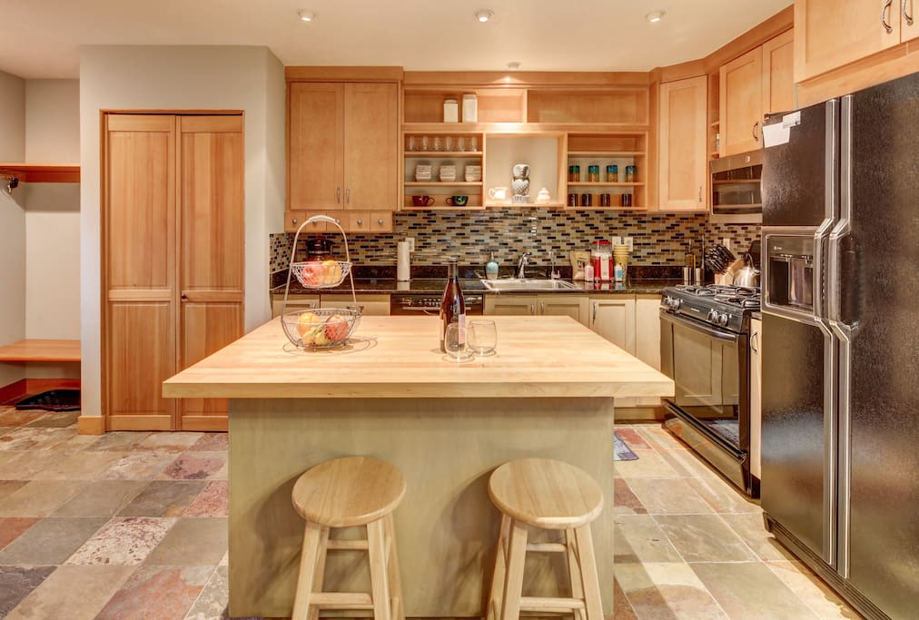 Fully-equipped kitchen with bar seating