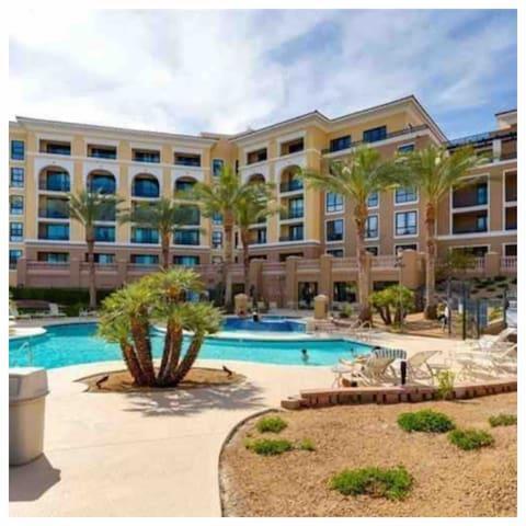 Cozy Lake Las Vegas Retreat
