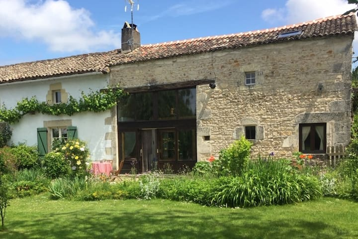 Superb gîte with pool near La Vallée des Singes