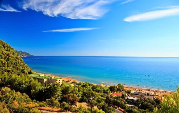 Stunning View Beach Appartment in Glyfada