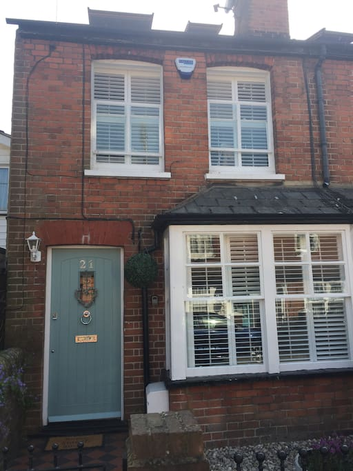Lovely semi-detached Victorian cottage only 5 minutes walk to Marlow High Street