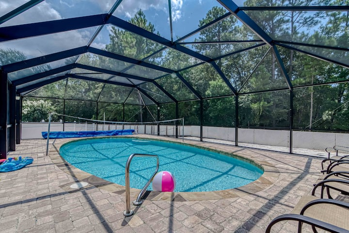 Fantastic Home In Centrally Located Neighborhood With A Private Pool! - Happy Ours