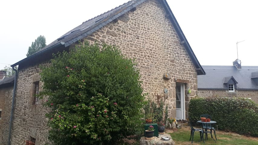 Rose Cottage in beautiful peaceful rural France