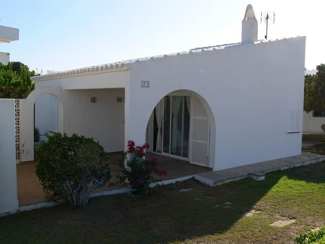 Encantador chalet Binibeca Vell, piscina comunidad - Binibequer - Huis