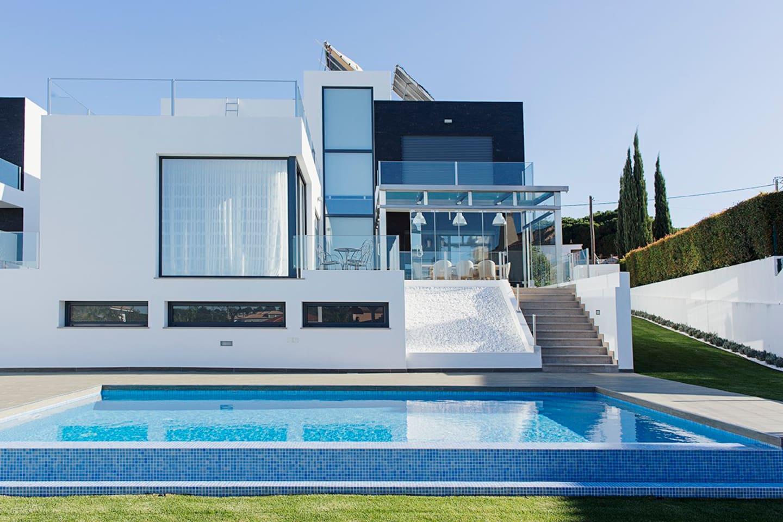 Modern 5 Bedroom villa w/pool, near beaches & golf - Villen zur ...