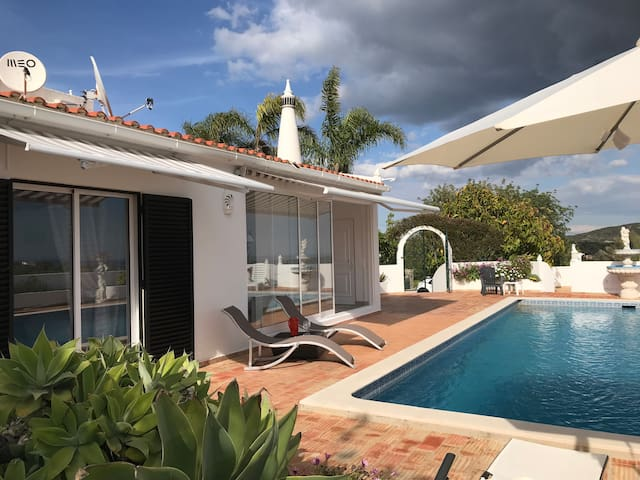 Private pool, sea view, garden and 3 bedrooms