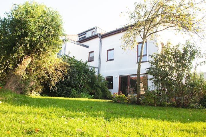 Sweet House, Garden, parking place - Oberhausen - House