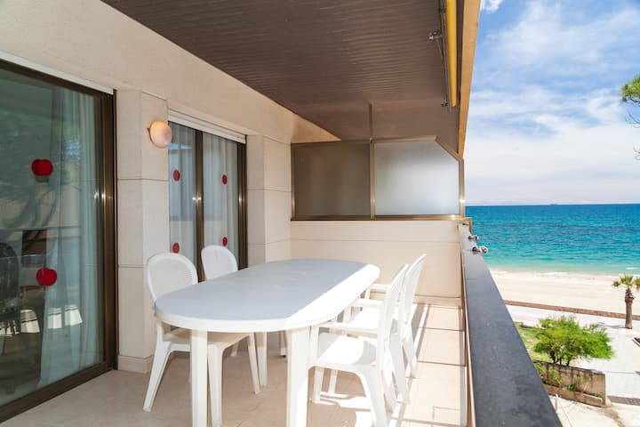 Beachfront Apartment with Air Conditioner - UHC TXINGUDI