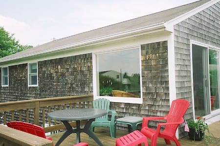 Walk to Beach-Family Friendly-Immaculate-Huge Deck - Narragansett