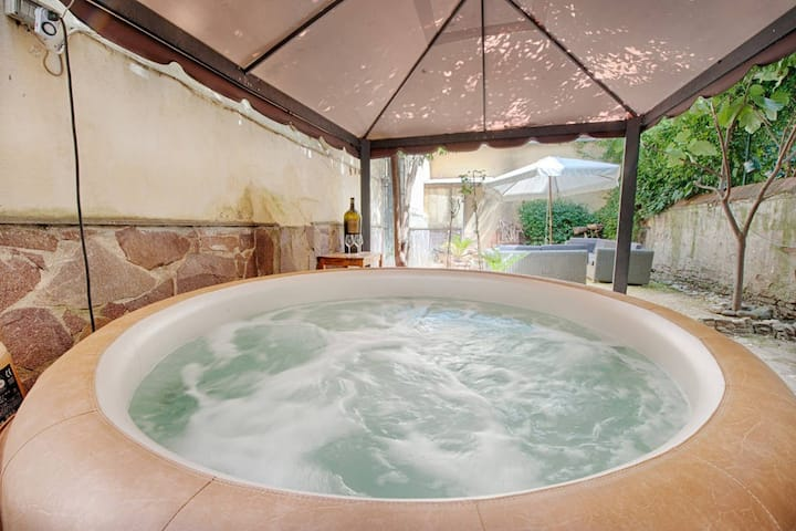 Hot tub with bubbles up to 4 people - Pepi Dream