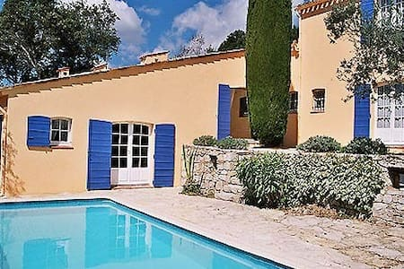 Villa Charmante, Select Cottages, sleeps 5-7 - Claviers