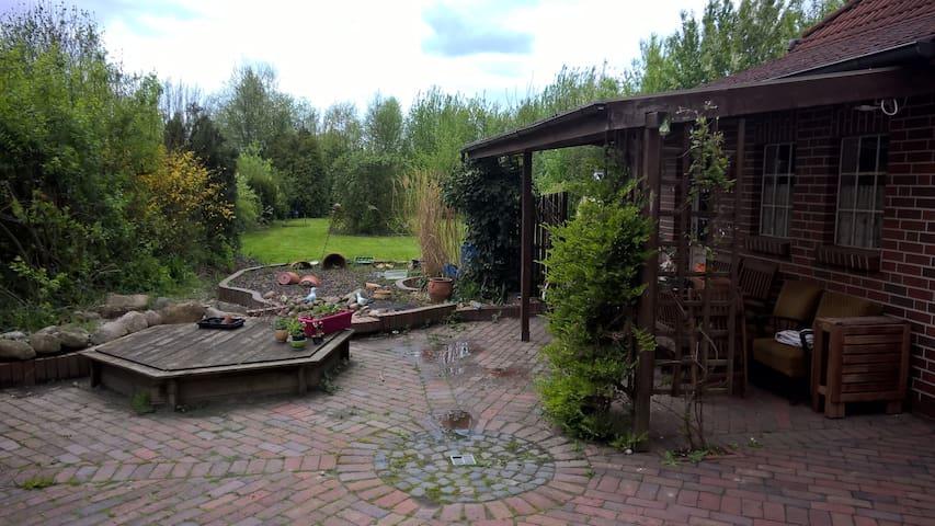 gemütliches Zimmer mit Blick ins Grüne - Emden - House