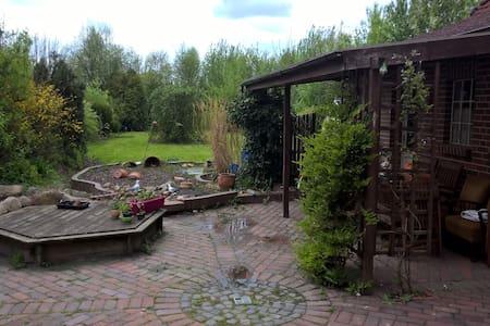 gemütliches Zimmer mit Blick ins Grüne - Emden