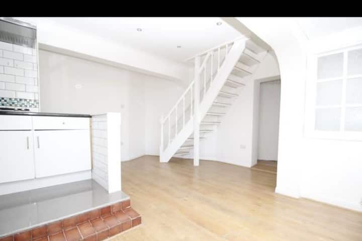 a stunning 1 bed house in W. London