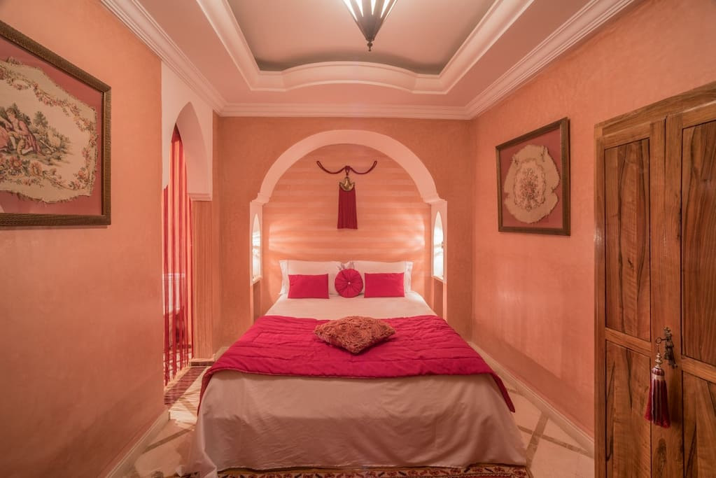 Dar Attika Chambre Rose Mricha - Bed and breakfasts for Rent in ...
