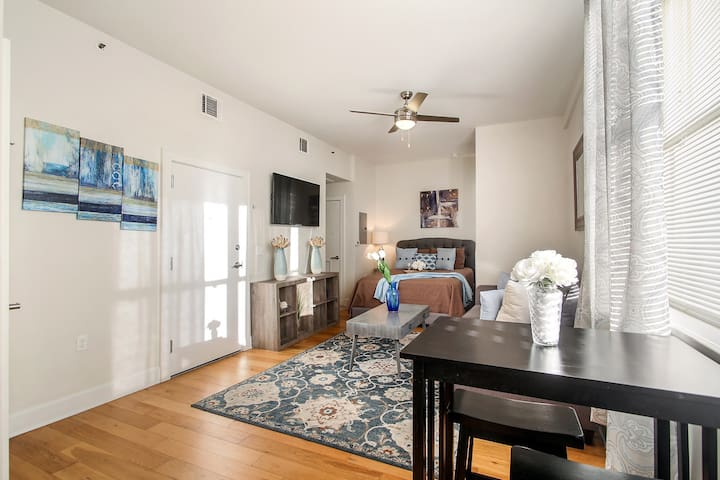 ★ Awesome Downtown NOLA Apartment!!! ★