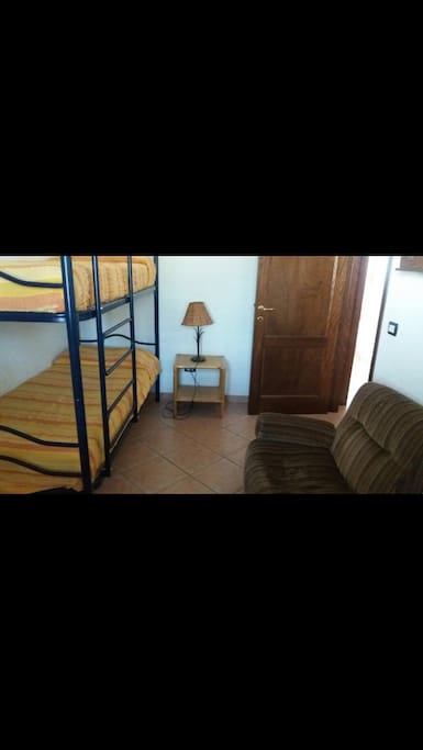 Stanza singola 2 letti/ single room 2 bed